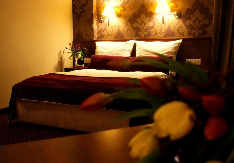 łoże małżeńskie hotel starzyński płock