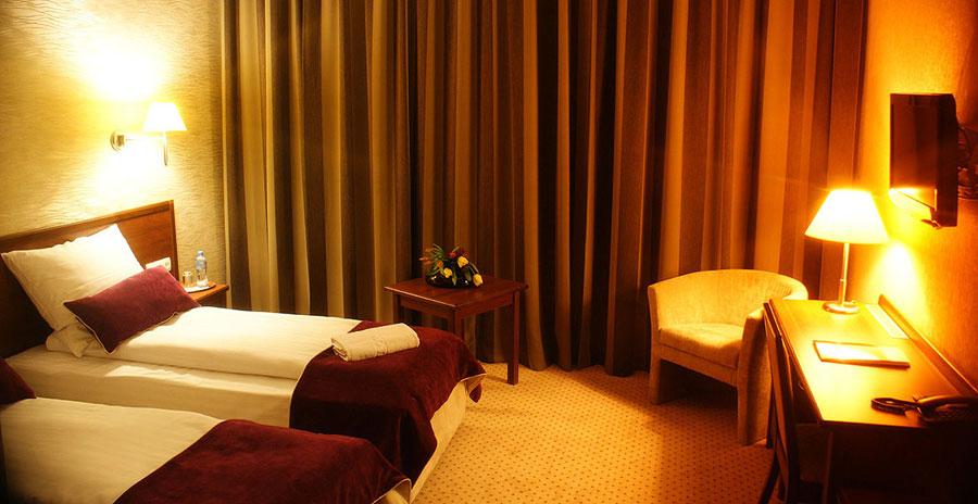 dwuosobowy pokój w hotelu starzyński w płocku