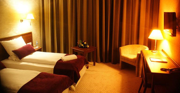 dwa łóżka pojedyncze hotel starzyński
