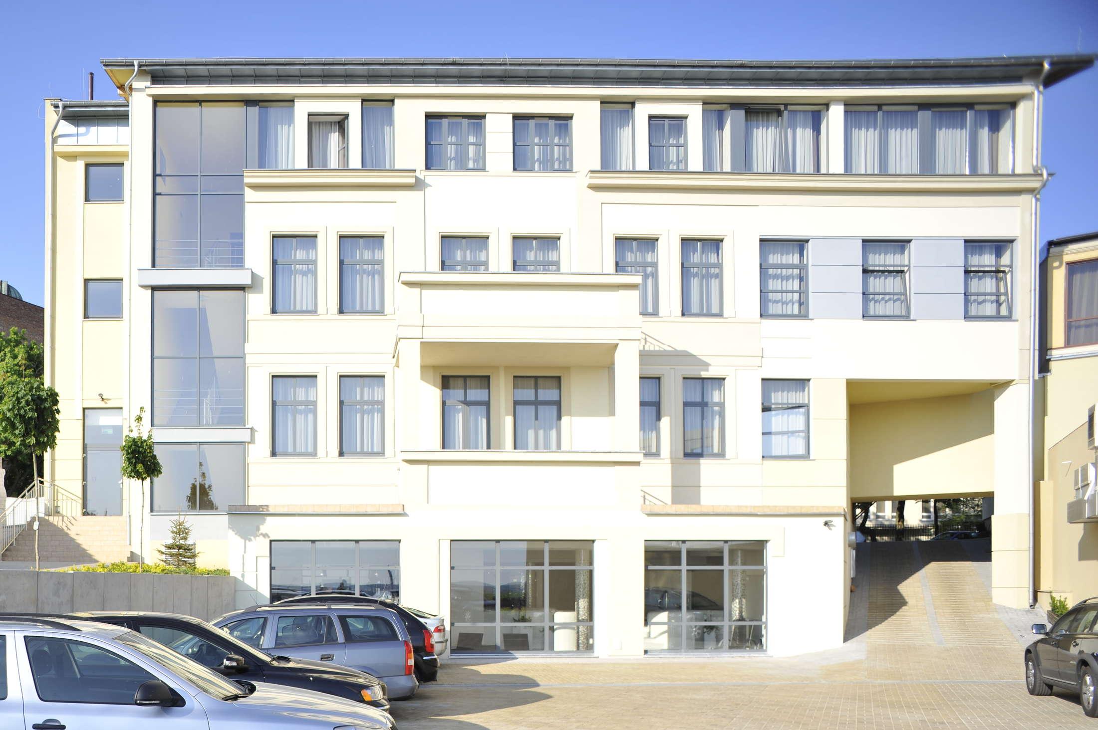 kontakt hotel starzyński
